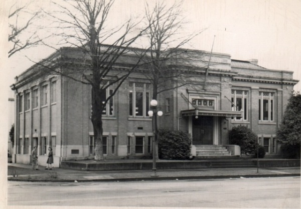 Fairly new in 1913, the old Public Library building now serves as another building on Willamette University's campus on the corner of State and Winter Streets.  WHC 1998.008.0028.