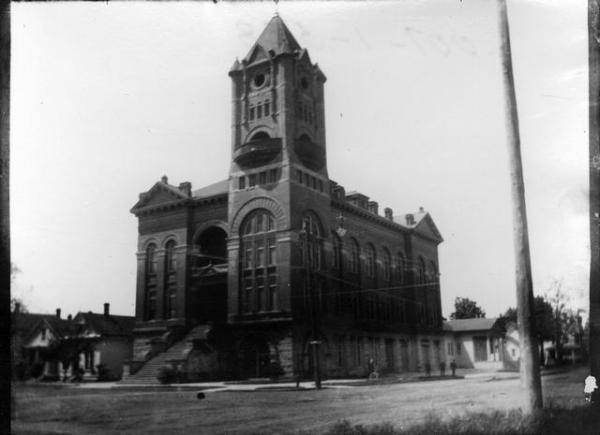 Salem's original City Hall was located at the SW corner of High and Chemeta Streets. It was deemed obsolete and torn down in 1972. WHC.2001.001.0528, Al Jones Collection