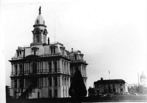 Marion County Courthouse.  Located at the site of the current courthouse.  Despite efforts of local preservationists this building was torn down.  WHC 2007.001.1438, Al Jones Collection